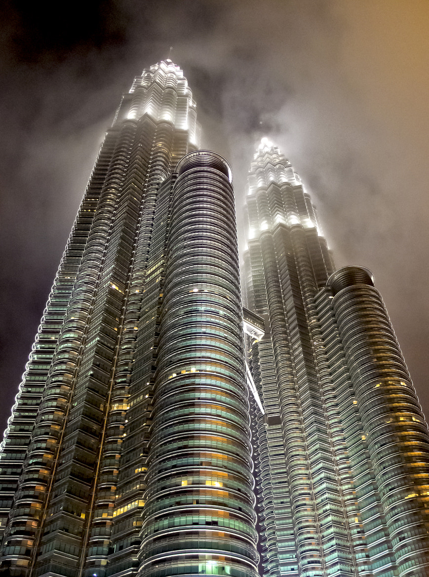 Photograph Petronas Twin Towe - Rising Up.步步高升。 by FaceChoo Yong on 500px