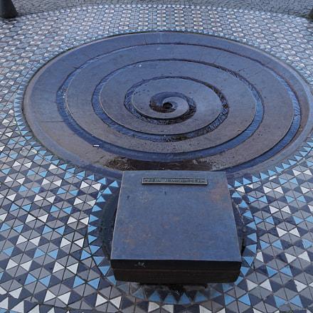 spiral fountain, Sony ILCA-77M2, Sony DT 16-50mm F2.8 SSM (SAL1650)