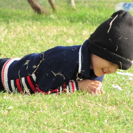 Playful kid, Canon POWERSHOT SX20 IS
