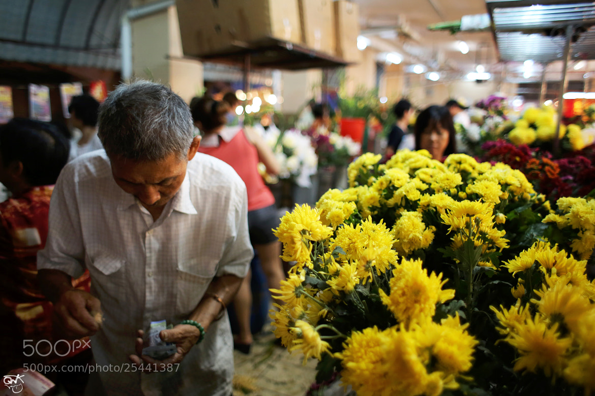 Photograph 除夕日的吧杀 Lunar New Year Eve Market  by Mister Kweong on 500px