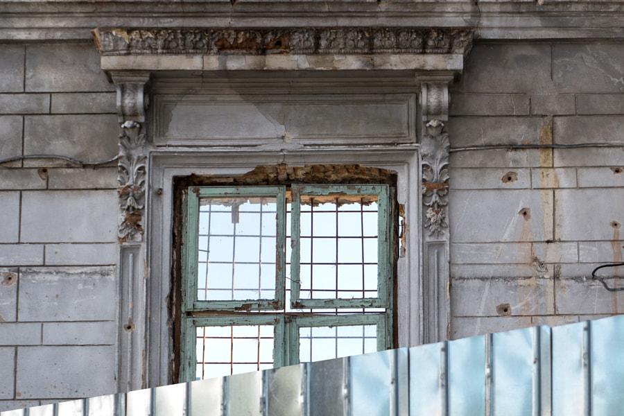 Derrière la palissade (Behind the fence) de Christine Druesne sur 500px.com