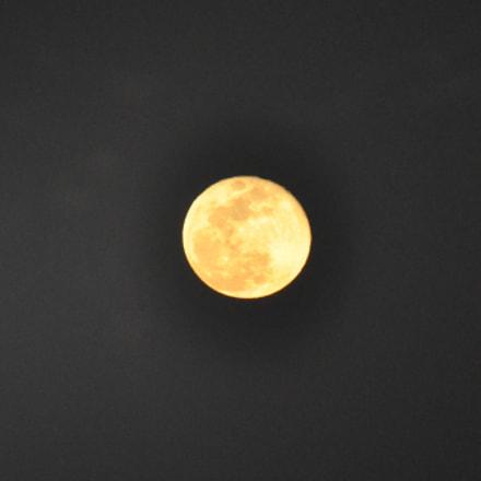 Full moon, Nikon D90, AF-S VR Zoom-Nikkor 70-300mm f/4.5-5.6G IF-ED