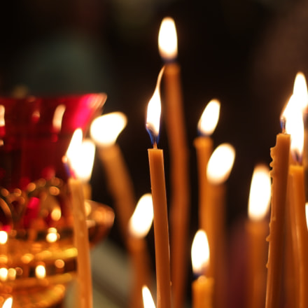 Candles in the church, Canon EOS 700D, Canon EF 50mm f/1.8 STM