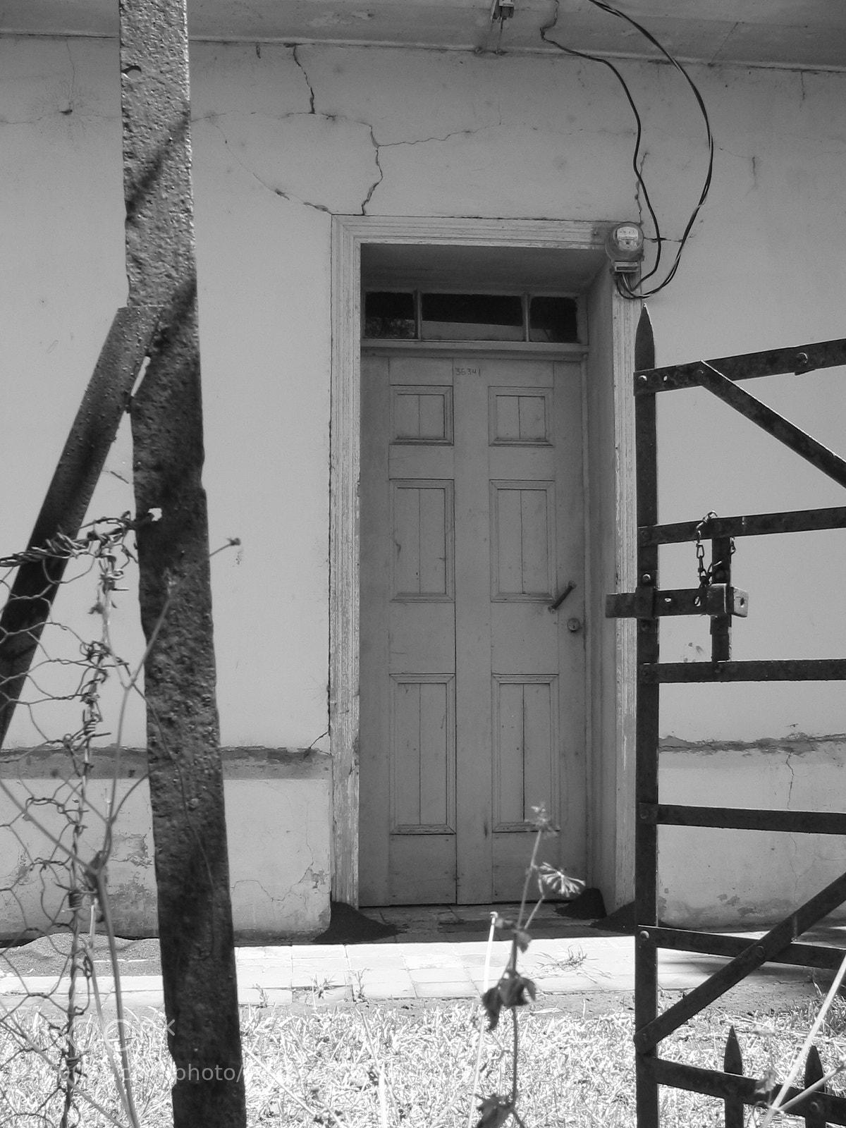 "Canon POWERSHOT S1 IS sample photo. ""Grandpa's house"" photography"