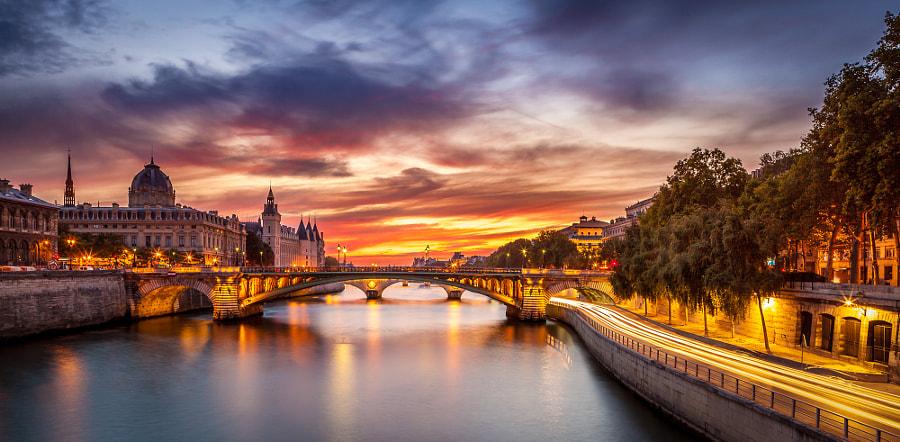 Conciergerie Bridge Paris