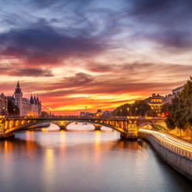 Conciergerie Bridge Paris