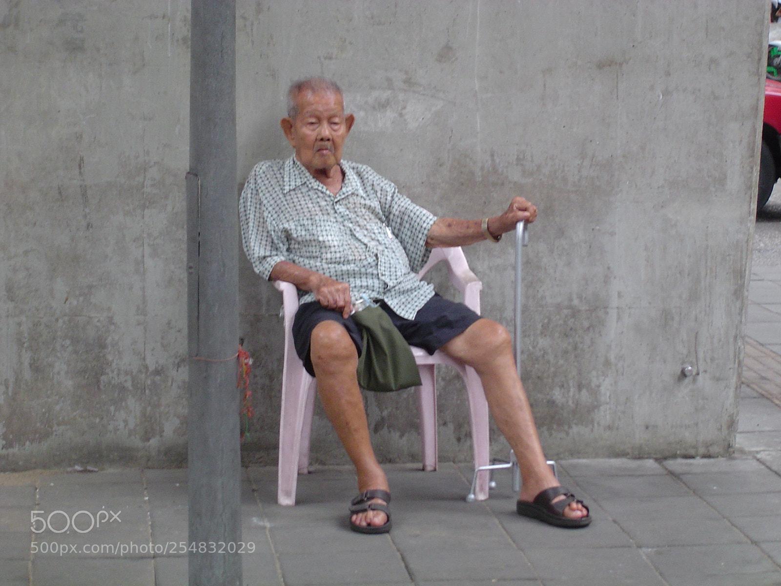 "Sony DSC-P72 sample photo. ""Waiting.."" photography"
