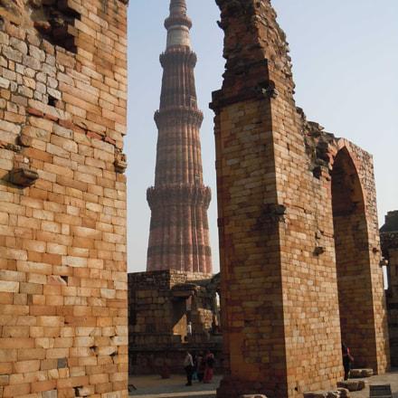 Qutub Minar surrounding ruins, Nikon COOLPIX S8000