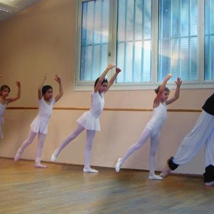 Danser, Nikon E885
