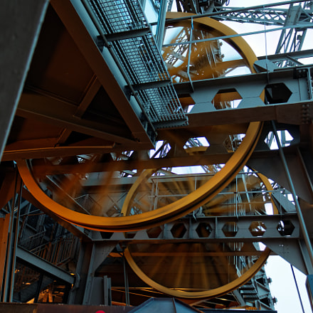 eiffel tower lift, Canon EOS 70D, Canon EF-S 18-135mm f/3.5-5.6 IS STM