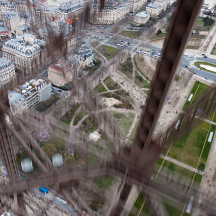 eiffel tower top down, Canon EOS 70D, Canon EF-S 18-135mm f/3.5-5.6 IS STM
