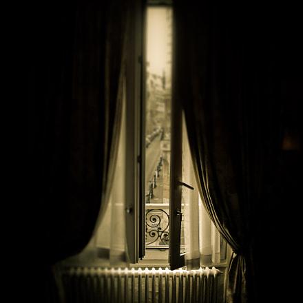 Paris Window, Nikon E5700