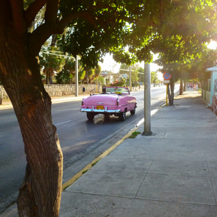 Pink vintage car on, Panasonic DMC-FH25