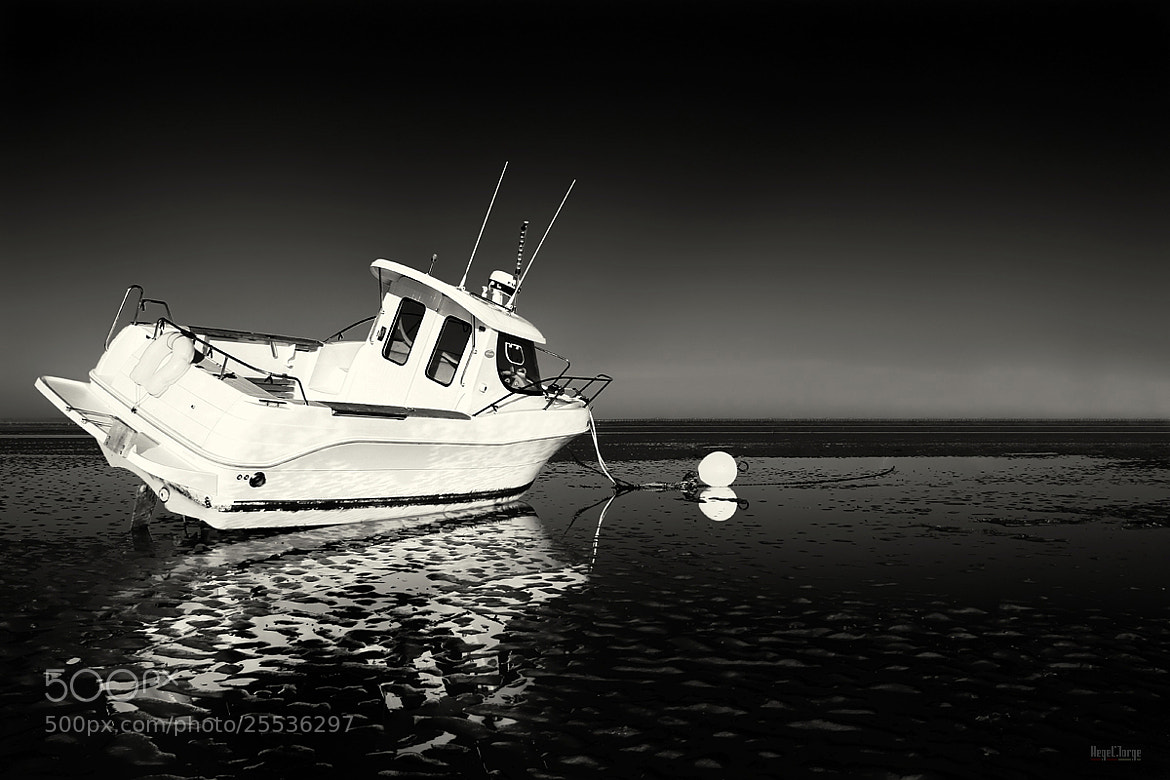 Photograph white boat  by Hegel Jorge on 500px