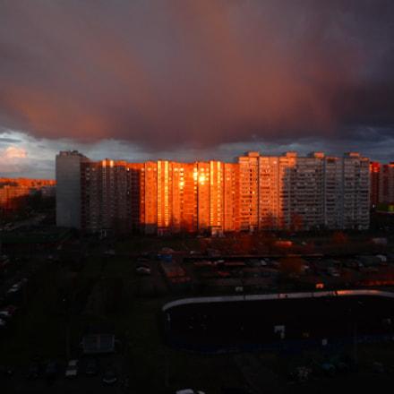 Dramatic sky. Gold building, Panasonic DMC-FX500