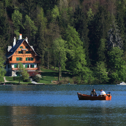 boat on lake bled, Canon EOS 80D, Tamron SP 70-300mm f/4.0-5.6 Di VC USD