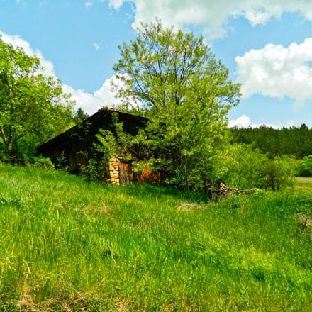House on hill, Nikon COOLPIX L310