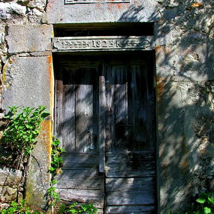 Auvergne Door of the, Nikon E8800