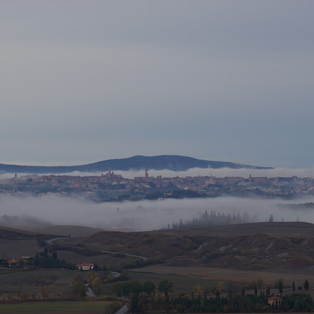 Fog outside of Siena, RICOH PENTAX K-70, smc Pentax-DA L 50-200mm F4-5.6 ED WR