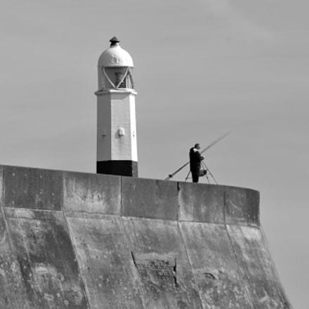 21/03/2016 Lone Fishermam - Porthcawl, Nikon D300S, Sigma 70-300mm F4-5.6 APO DG Macro HSM