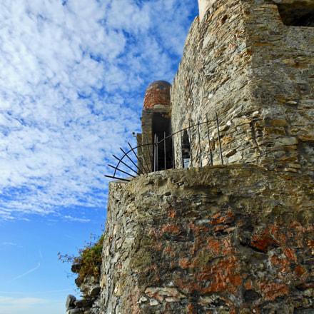 Castle overlooking the sea, Nikon COOLPIX S6200