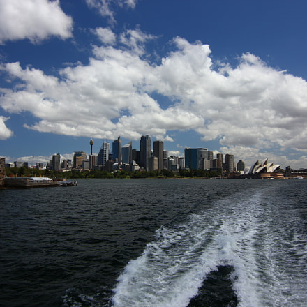 Sydney getting out of, Canon EOS 550D