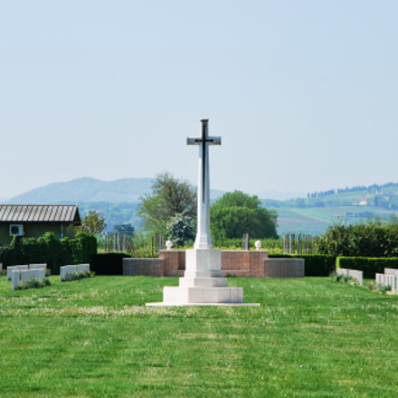 Cross at War Cemetery, Nikon D60, AF-S DX VR Zoom-Nikkor 18-105mm f/3.5-5.6G ED