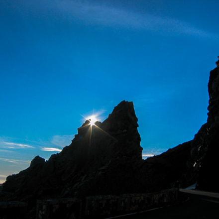 Sun rises between the, Canon POWERSHOT S45