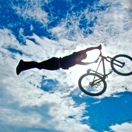 Flying biker, Canon IXUS 105