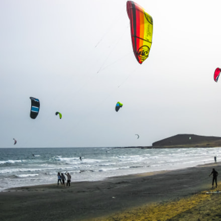 Boys practicing kitesurfing, Canon DIGITAL IXUS 970 IS