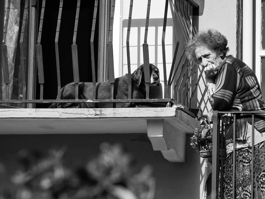 Neighbors on the balcony, автор — Max Rastello на 500px.com