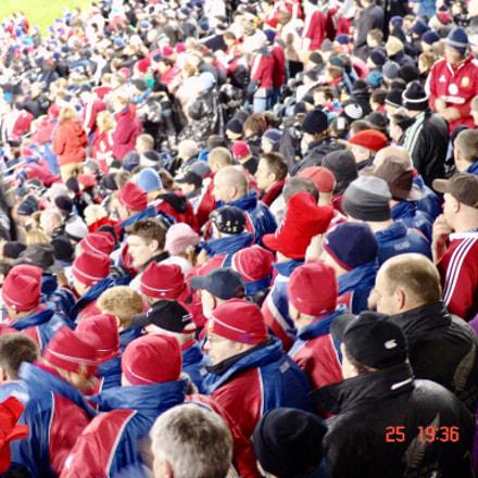 Fans watching footy , Sony DSC-F828
