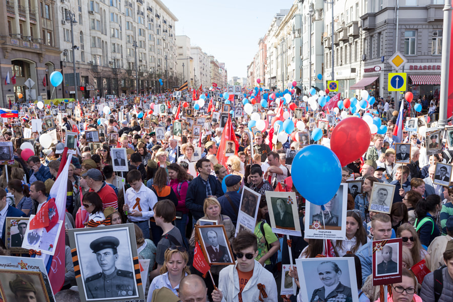 Waiting for the Immortal Regiment procession start by Oleg Ivanov on 500px.com