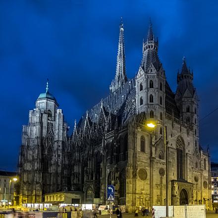 Saint Stephen's Cathedral. Vienna, Fujifilm XQ1