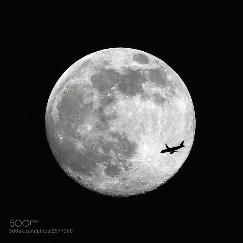 Photograph Across the Moon by Carlos Gotay on 500px