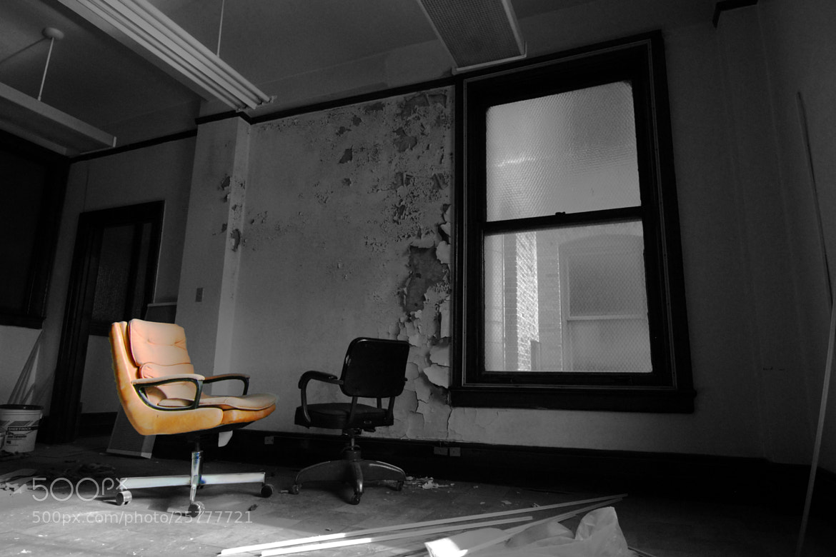 Photograph The orange chair ... by Mark Hufstetler on 500px