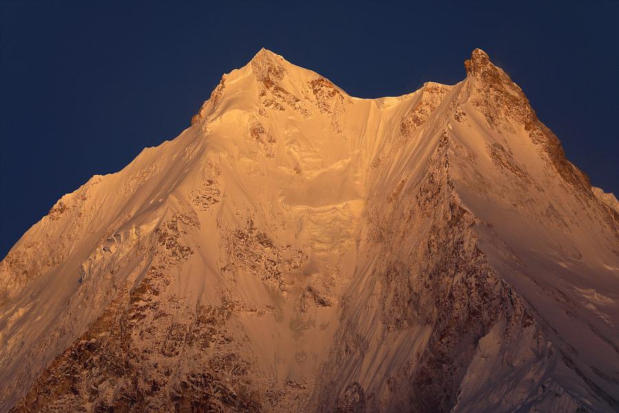 Dark pink mountain peak Manaslu - 8156 meters, автор — Сергей К на 500px.com