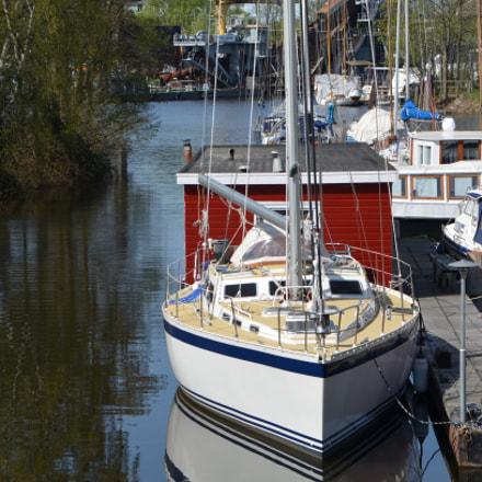 Small sailboat, Nikon D5100