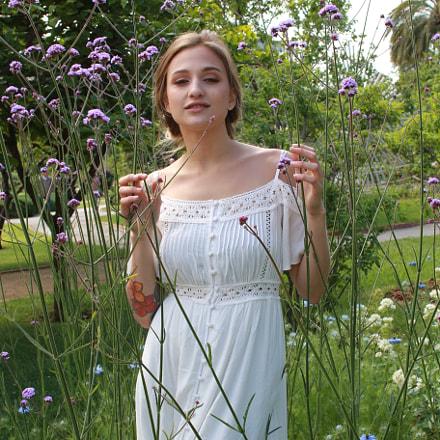 Fiorella in the garden, Canon EOS 7D MARK II, Sigma 30mm f/1.4 EX DC HSM