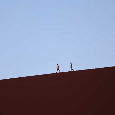 Two persons walking on, Canon EOS M50, Canon EF-M 55-200mm f/4.5-6.3 IS STM