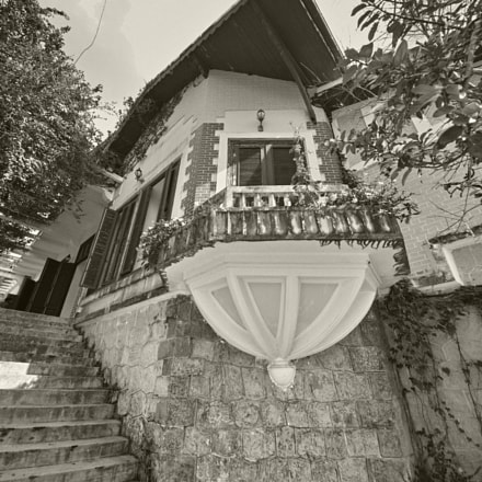 Older villa in Dalat, Sigma SD1 MERRILL, Sigma 8-16mm F4.5-5.6 DC HSM