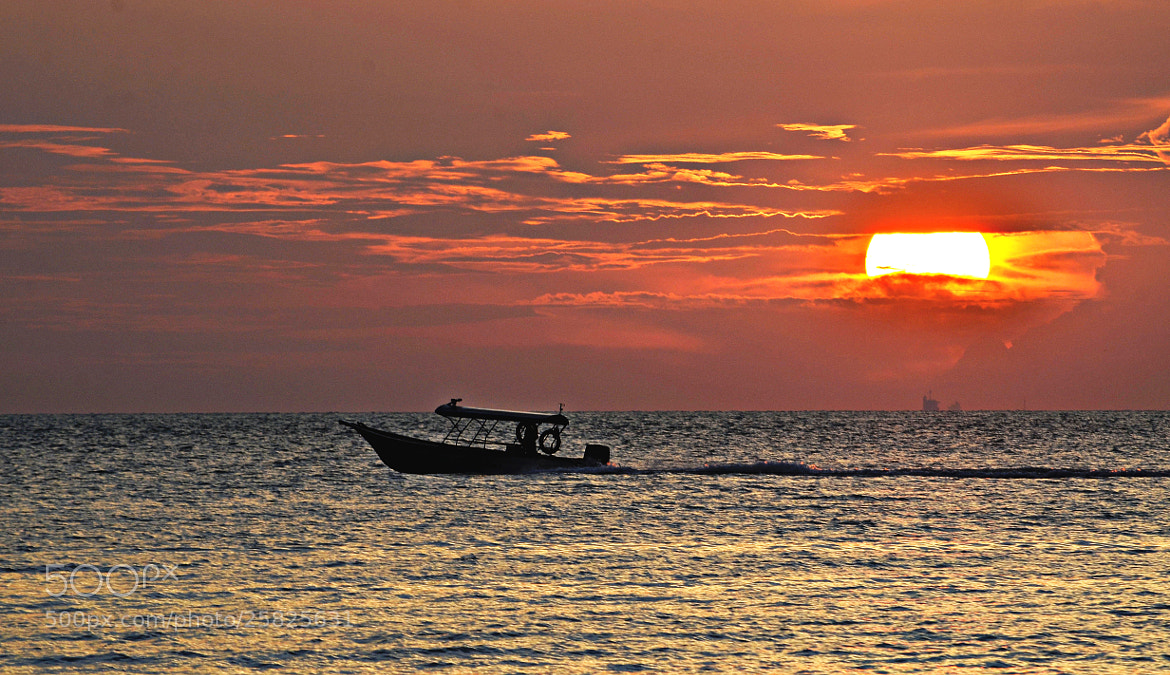 Photograph Boat, sea & sunset by S e i n on 500px