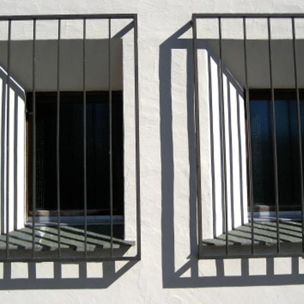 Fenster mit Gitter, Canon DIGITAL IXUS 60