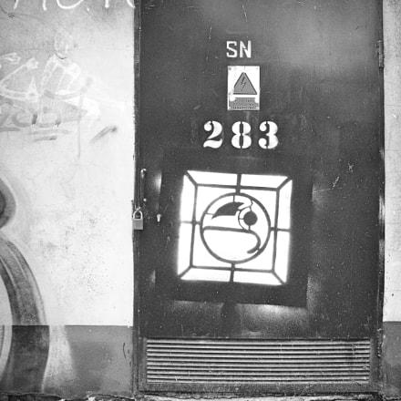 mysterious door, Fujifilm A850