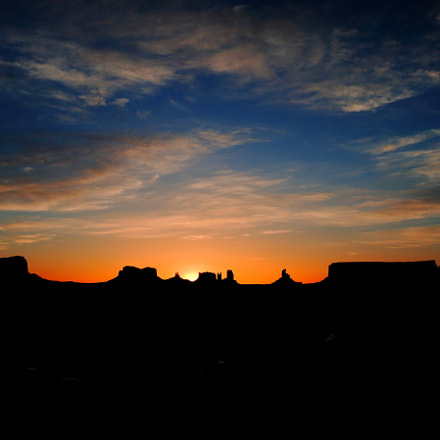 sunrise@monuments valley, Canon EOS REBEL T6S, Canon EF-S 18-135mm f/3.5-5.6 IS STM