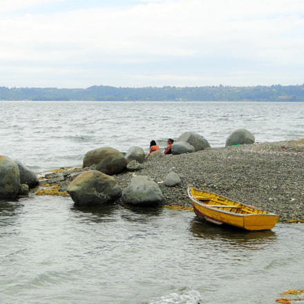 Yellow Boat in Isla, Sony DSC-HX1