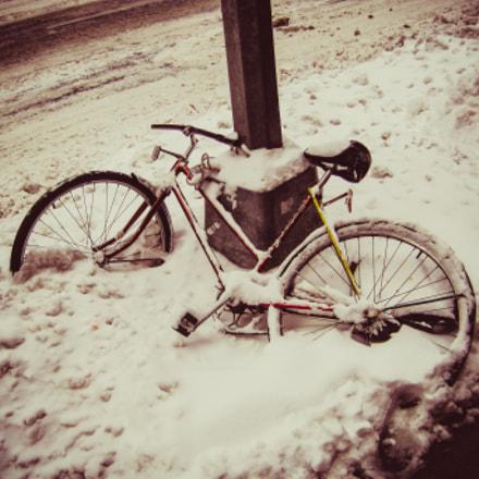 Someone forgot the bike..., Canon POWERSHOT SD1200 IS