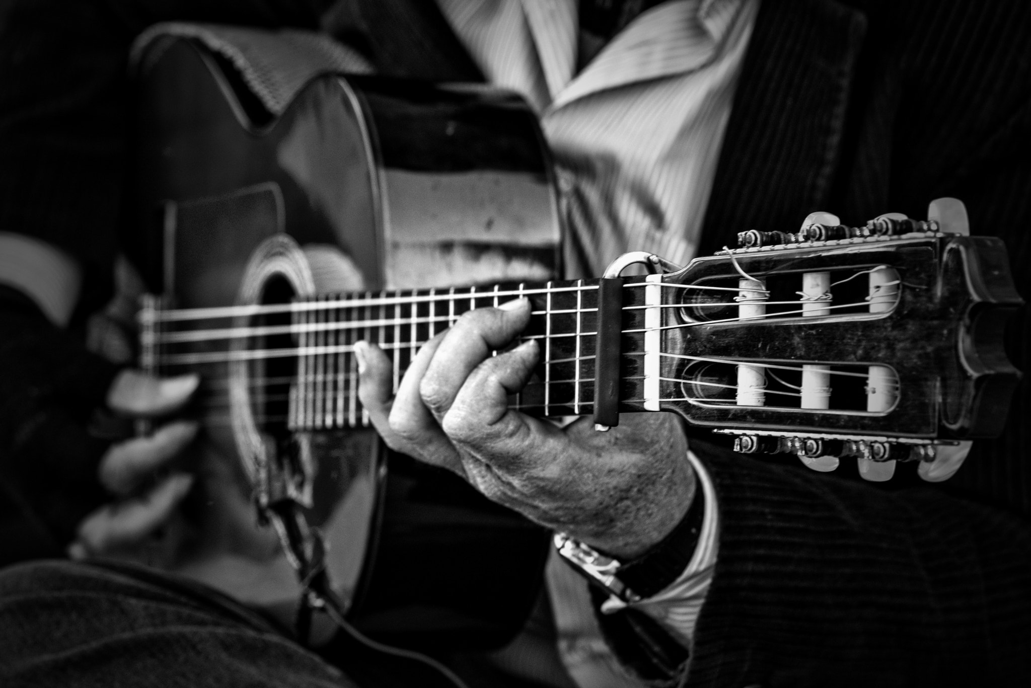 Photograph Playing the guitar in Seville by Paco López on 500px