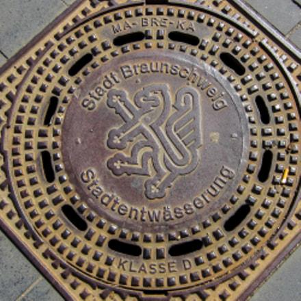 Braunschweig (Germany) Kanaldeckel, Canon IXUS 220 HS