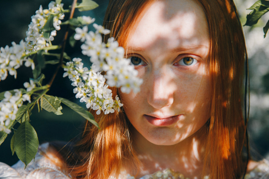 redhead in light by Marie Dashkova on 500px.com